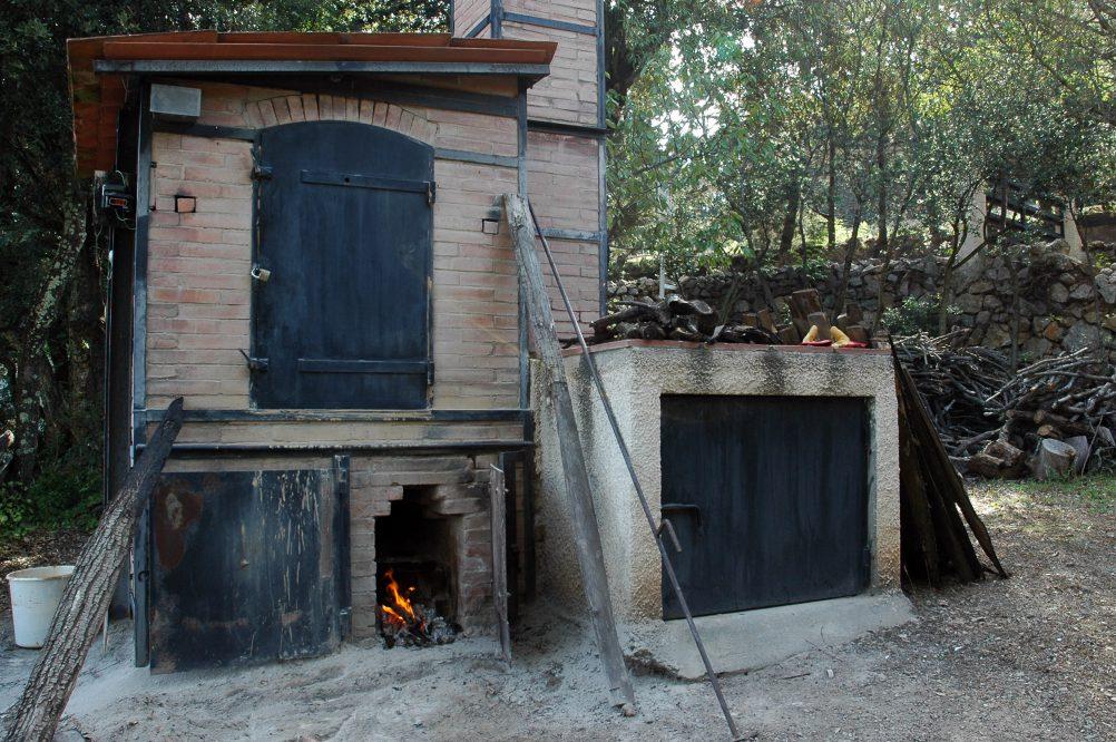 Mono-cuisson au four à bois, variation programmée du feu et de l'enfumage